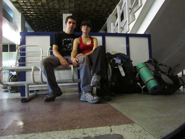 Ya cansados esperando a que saliese nuestro tren.