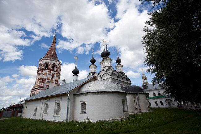 Mas iglesias por el pueblo de Suzdal.