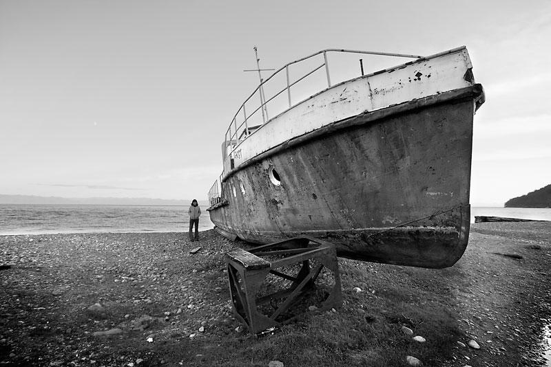 Uno de los barcos encayados en Bolshie Koty.
