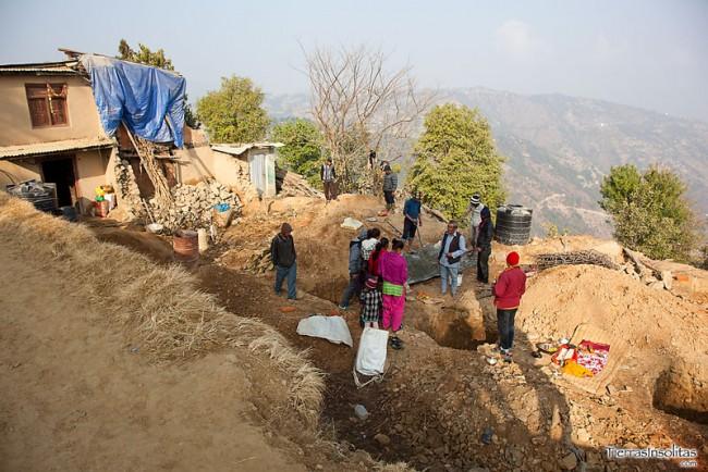 reconstruyendo sus casas