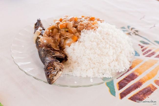 plato pescado cebolla arroz senegal