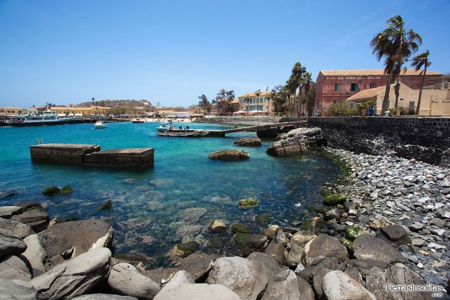 playa en la isla gorée