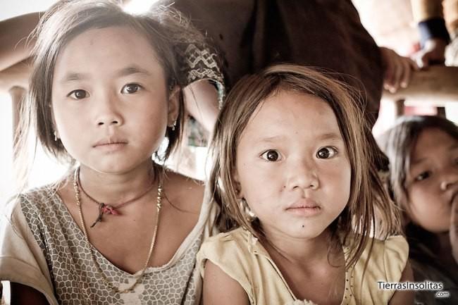 ninas-poblado-ban-nam-ha-trekking-en-Luang-Namtha