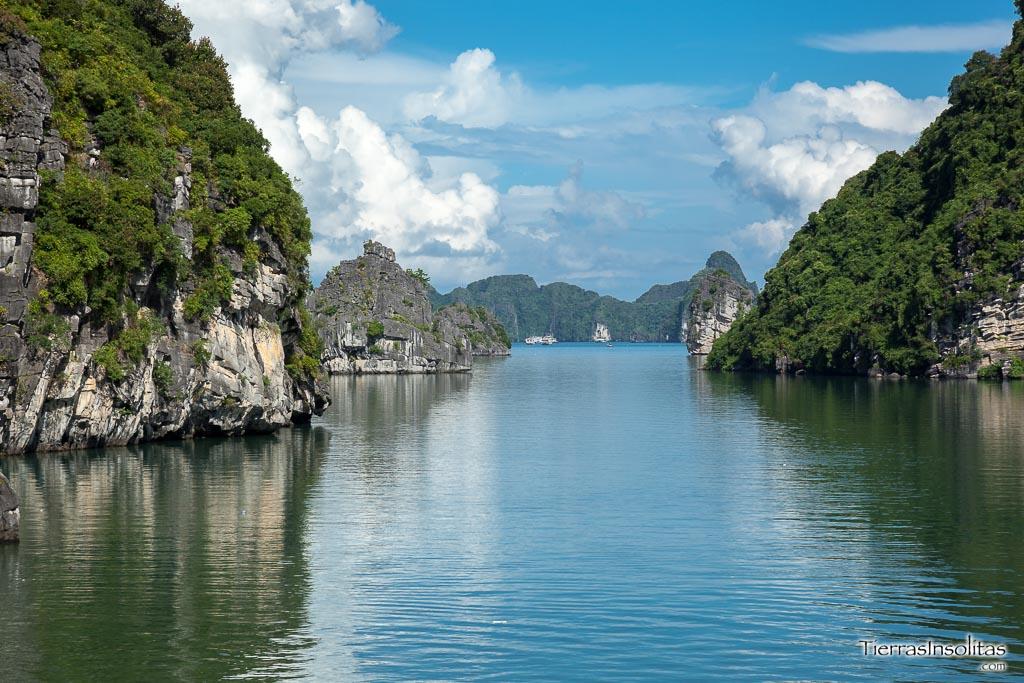 visit halong bay vietnam