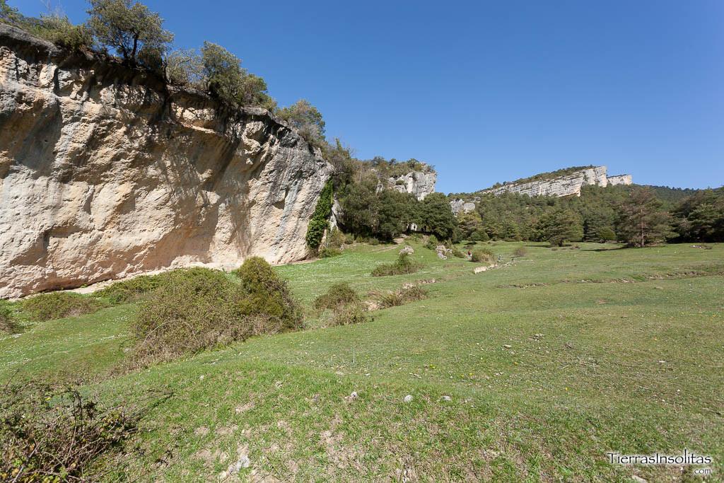 paisaje san martín de valparaíso cuevas del valdegovía