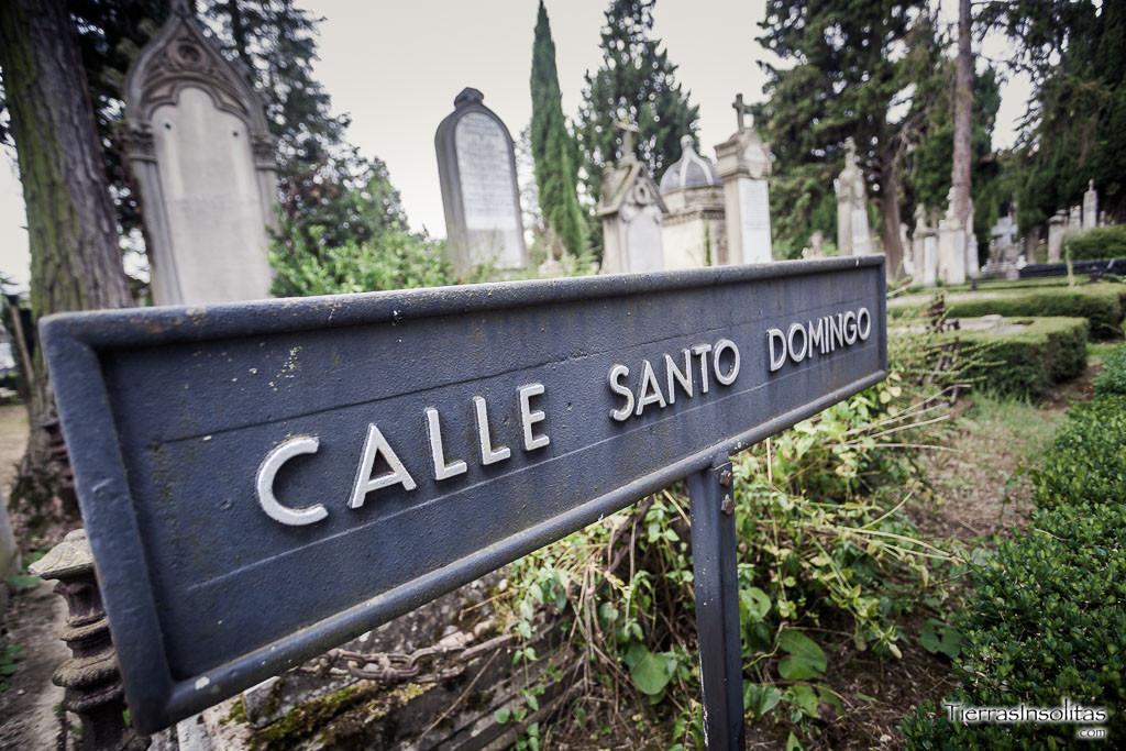 calles en el cementerio de Santa Isabel