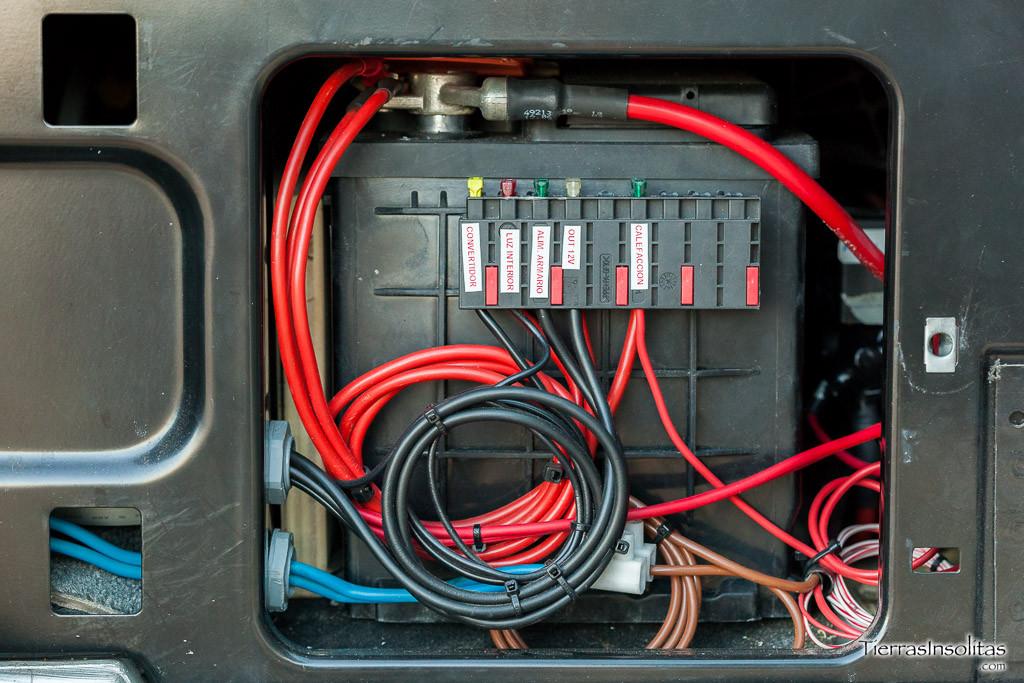 fusibles instalación eléctrica en una furgoneta camper