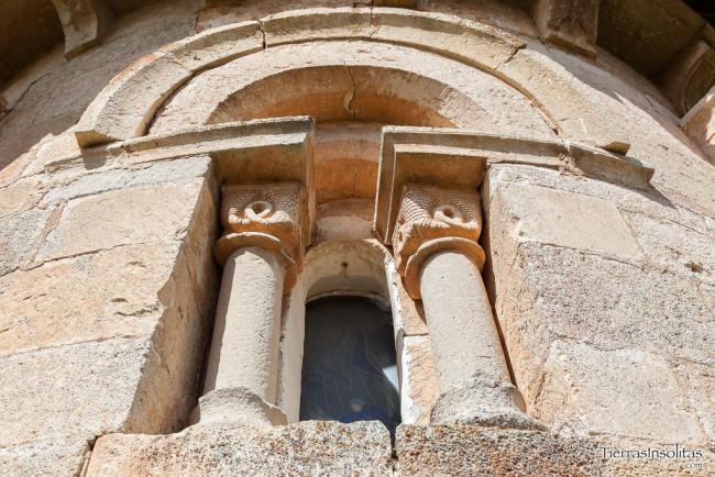 ventana absidial iglesia san martín de zar