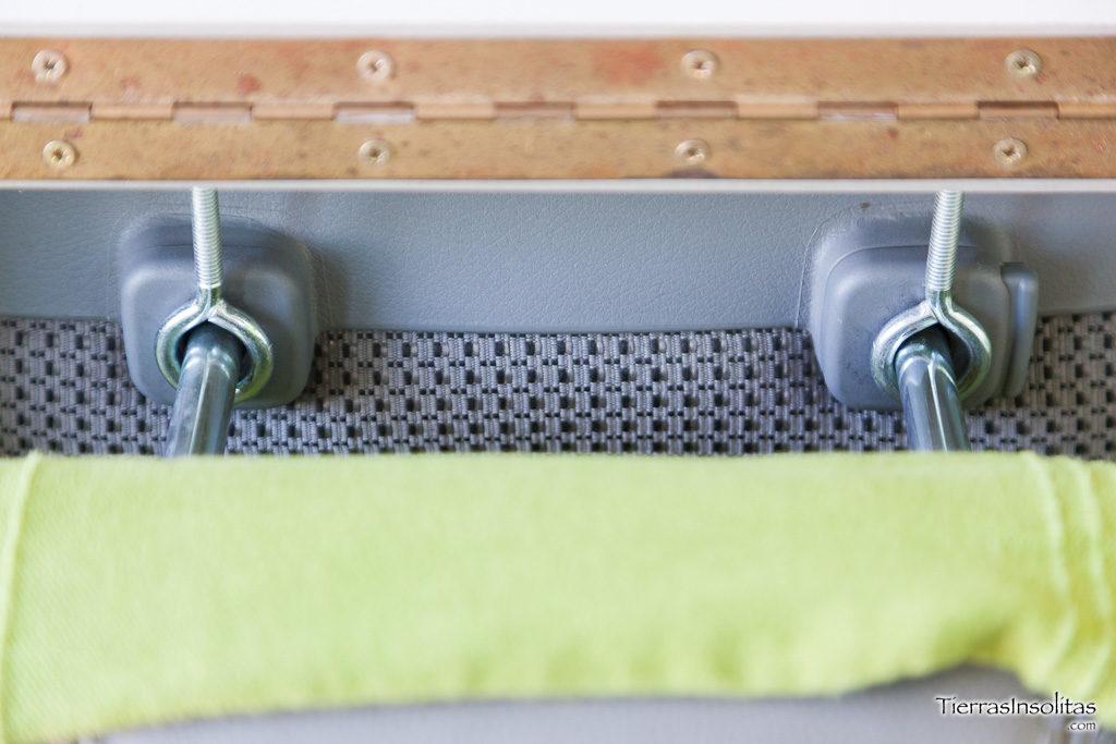 detalle sujección cama en cabecero