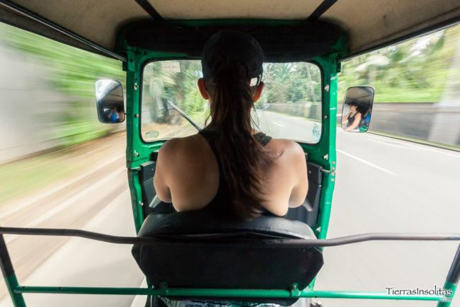 alquilar tuktuk en sri lanka