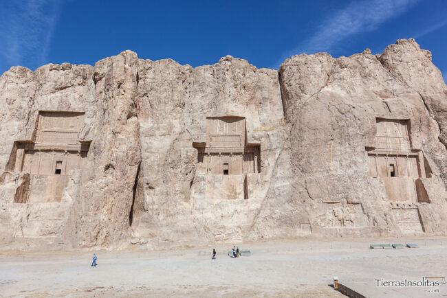 tumbas naqsh-e rostam
