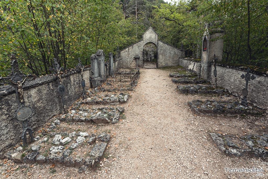 cementerio santuario di san romedio