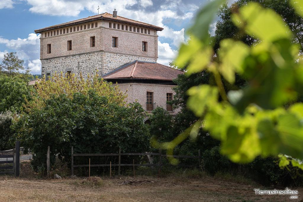entorno de la torre-palacio